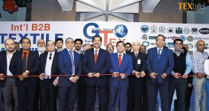 Dr. Mirza Ikhtiar Baig & Waseem Akhtar with event attendees at inauguration ceremony of GTex Global Expo, Karachi